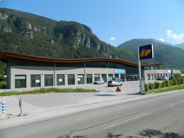 SUPERFICI PRESSO CENTRO COMMERCIALE